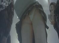 パンチラ盗撮・店内で超ミニスカート制服女子の下半身パンツ逆さ撮りしまくり