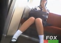 パンチラ盗撮全身顔有・駅の階段で色んな女子校生のパンツ逆さ撮り