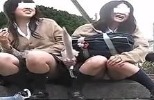 パンチラ盗撮顔有・座ったてる女子校生二人とミニスカギャルのパンツ正面撮り