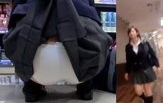 パンチラ盗撮・ミニスカ女子校生のスカートを杖で捲ってパンツ丸尻隠し撮り