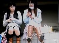 パンチラ盗撮顔有・階段に座ってるかわゆい私服女子校生二名のパンツ隠し撮り